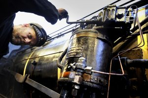 Reinhard Skwierblis knows almost every screw on the old P8 locomotive and checks the technology at every stop.